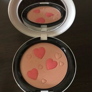MAC Archie's Girls Pearlmatte Flatter Me Blush New